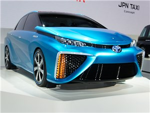 Toyota FCV concept 2013 вид спереди