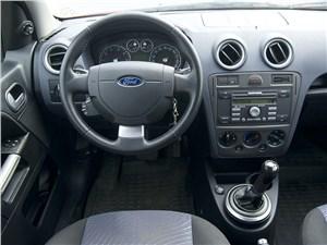 Ford Fusion 2011 водительское место