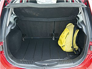 Ford Fusion 2011 багажное отделение