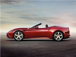 Ferrari California 2014 вид сбоку