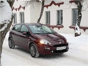 Fiat Punto 2012 вид спереди
