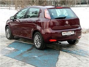 Fiat Punto 2012 вид сзади