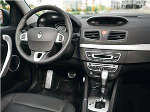 Предпросмотр renault fluence 2010 водительское место