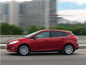 Ford Focus 2011 вид сбоку
