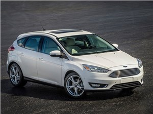 Бестселлеры рынка (Chevrolet Viva, Daewoo Nexia, Ford Focus II, Mazda 3, Mitsubishi Lancer, Nissan Almera, Renault Megane) Focus - Ford Focus 2014 вид спереди сверху