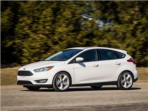 Ford Focus 2014 вид сбоку белый