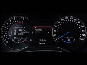 Весь мир в багажнике (Citroen C5 Tourer,Ford Mondeo,Mazda 6 Touring,Opel Insignia Sports Tourer,Renault Laguna Estate,Toyota Avensis,VW Passat ) Mondeo - Ford Mondeo 2015 приборная панель