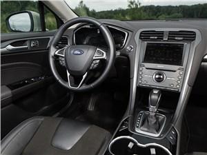 Весь мир в багажнике (Citroen C5 Tourer,Ford Mondeo,Mazda 6 Touring,Opel Insignia Sports Tourer,Renault Laguna Estate,Toyota Avensis,VW Passat ) Mondeo - Ford Mondeo 2015 водительское место