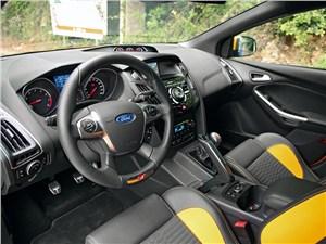 Ford Focus ST 2012 водительское место