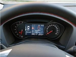 Ford Mondeo 2011 приборная панель