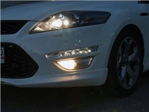 Ford Mondeo 2011 передняя «оптика»