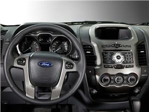 Предпросмотр ford ranger 2012 водительское место