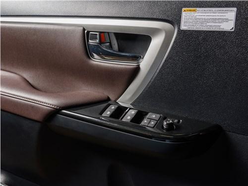 Toyota Fortuner 2016 дверь