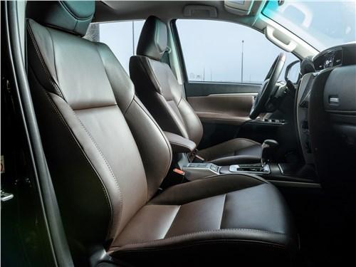 Toyota Fortuner 2016 передние кресла