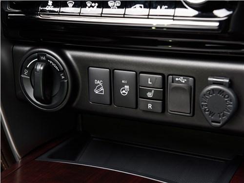 Toyota Fortuner 2016 управление трансмиссией