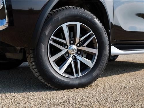 Toyota Fortuner 2016 колесо