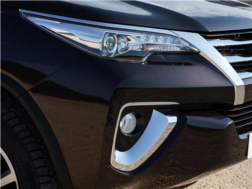 Toyota Fortuner 2016 передний свет