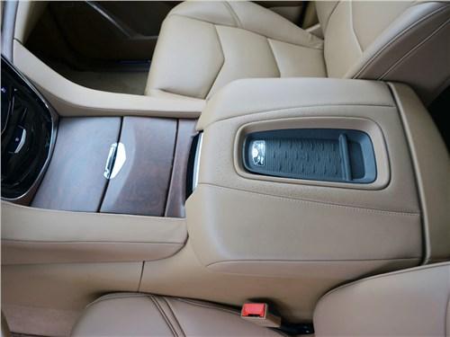 Cadillac Escalade 2015 беспроводная зарядка