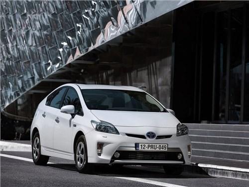 Toyota приостановила продажи гидридного Prius