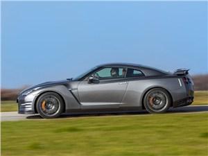 Nissan GT-R 2013 вид сбоку