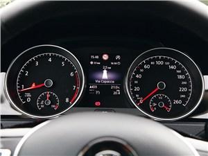 Volkswagen Golf VII 2013 приборная панель