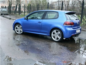 Volkswagen Golf R 2009 вид сзади