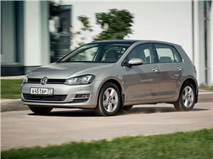 Volkswagen Golf VII 2013 вид спереди 3/4
