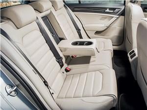 Volkswagen Golf VII 2013 задний диван, подстаканники