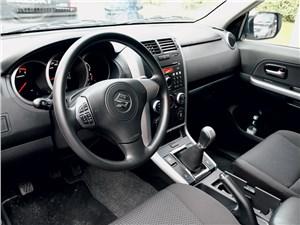 Предпросмотр suzuki grand vitara 2012 водительское место