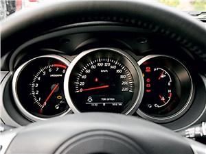 Suzuki Grand Vitara 2012 приборная панель