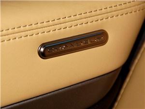 Предпросмотр hyundai grandeur 2012 шильдик на двери