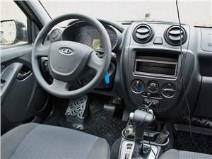 Lada Granta 2011 водительское место