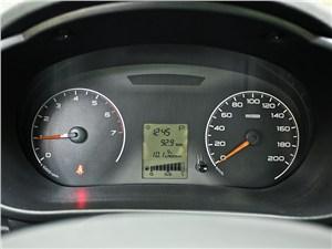 Lada Granta 2011 приборная панель