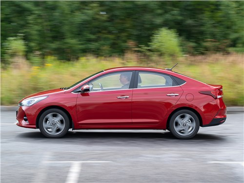 Hyundai Solaris 2020 вид сбоку