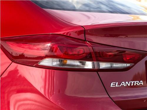 Hyundai Elantra 2017 задний фонарь