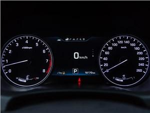 Hyundai Genesis 2014 приборная панель