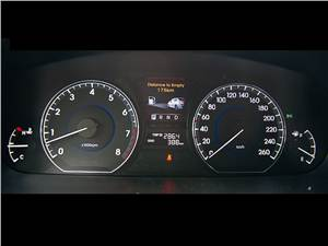 Hyundai Equus 2011 приборная панель