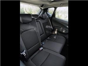 Предпросмотр hyundai ix20 2010 обладает возможностью перемещения частей заднего дивана вперед-назад