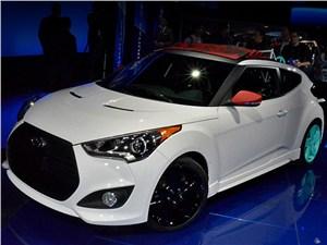 Крыша Hyundai Veloster может свернуться назад и вперед