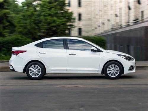 Hyundai Solaris 2017 вид сбоку
