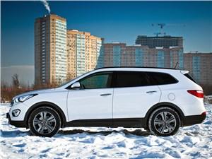 Hyundai Grand Santa Fe - Hyundai Grand Santa Fe 2013 вид сбоку