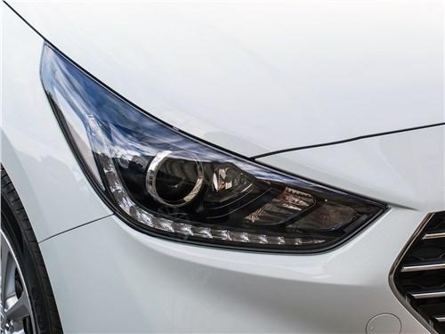 Hyundai Solaris 2017 передняя фара