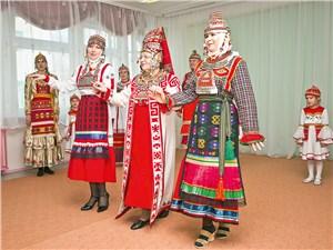 Чувашские национальные костюмы поражают не только красотой, но и богатым традиционным орнаментом