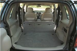 Предпросмотр jeep cherokee 2001 салон при сложенных задних сиденьях