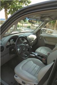 Предпросмотр jeep cherokee 2001 вид на передние сиденья со стороны водительской двери