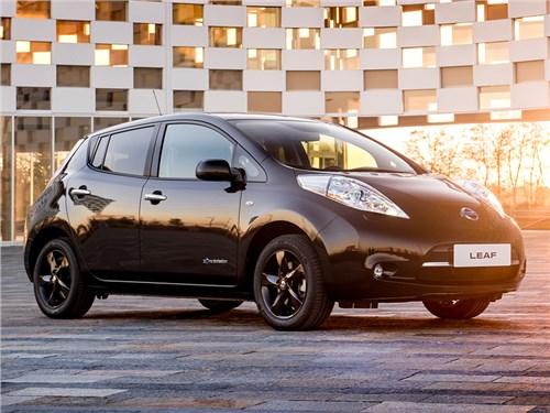 Nissan представил электрохэтч Leaf в «черном исполнении»