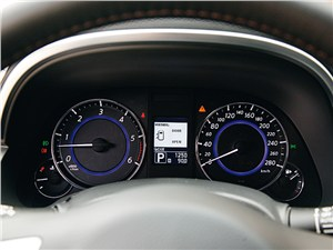 Infiniti FX30d 2012 приборная панель