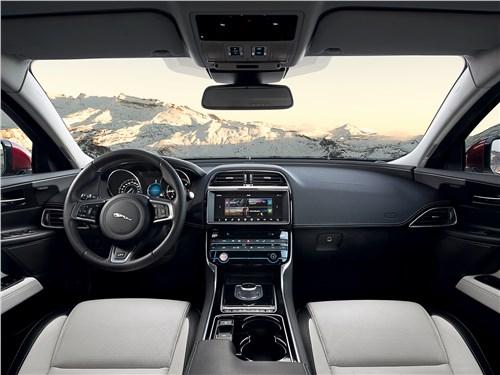 Jaguar XE 2017 салон