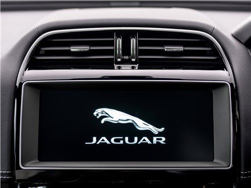Jaguar XE 2017 центральный монитор