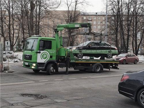 Депутаты считают, что плата за эвакуацию авто в Москве должна быть вдвое ниже